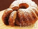 Рецепта Вкусен и лесен домашен шарен кекс с орехи и какао